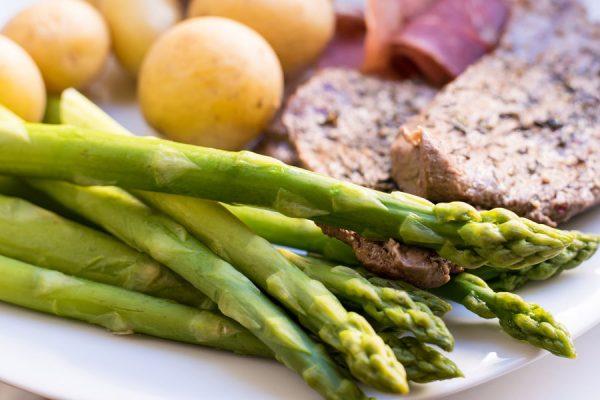 Sesame Garlic Roasted Asparagus